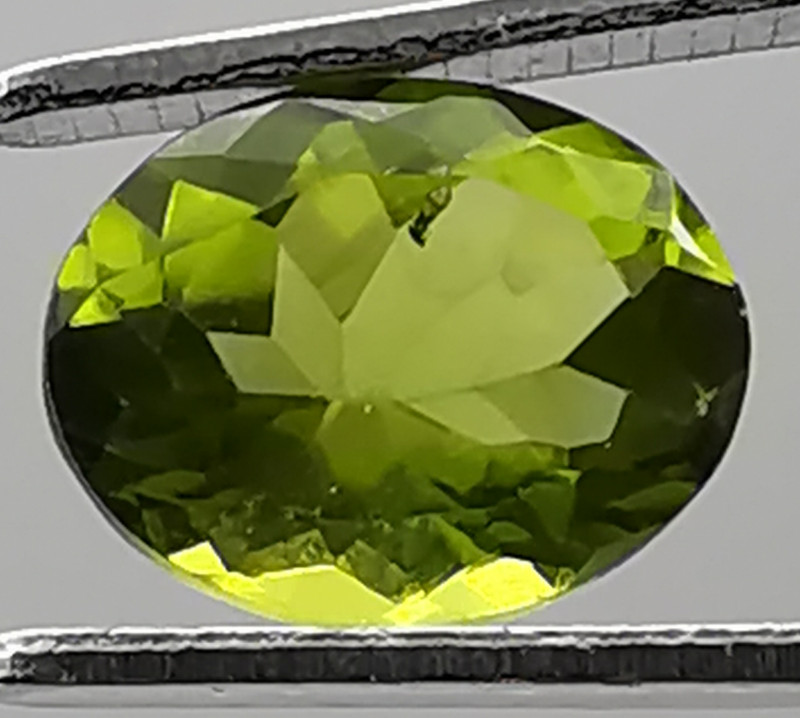 Peridot, 2.97ct, awesome stone, great colour, excellent luster!!