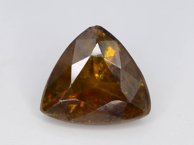 Top Fire 2.30 ct Natural Sphene