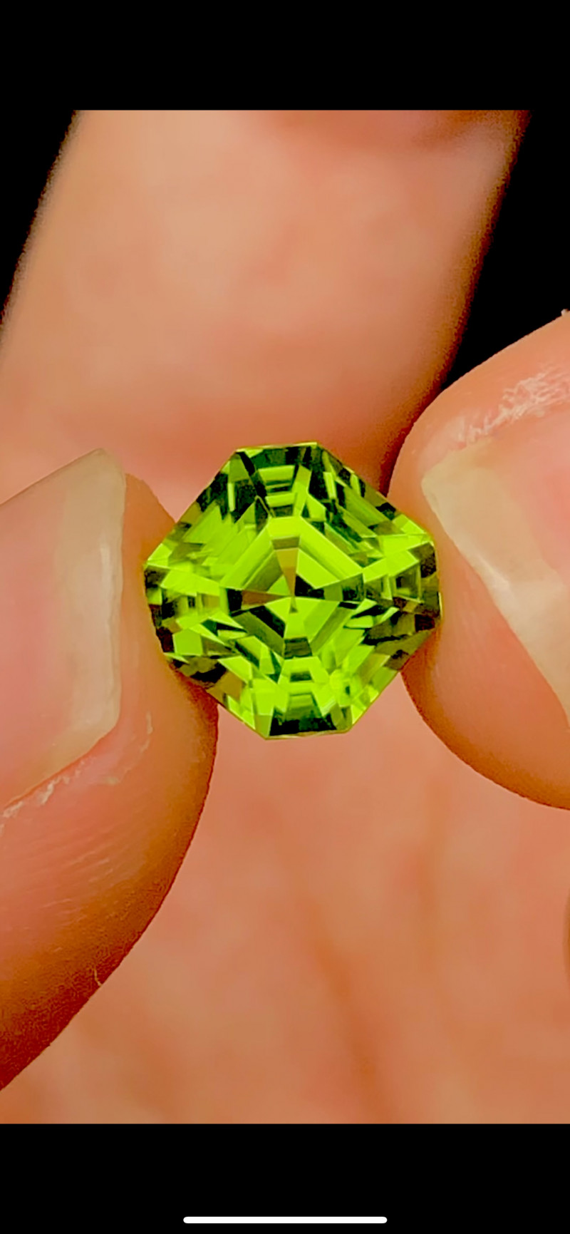 Top Asscher Cut Parrot Green Color 4.25 Ct Natural  Top Quality Peridot