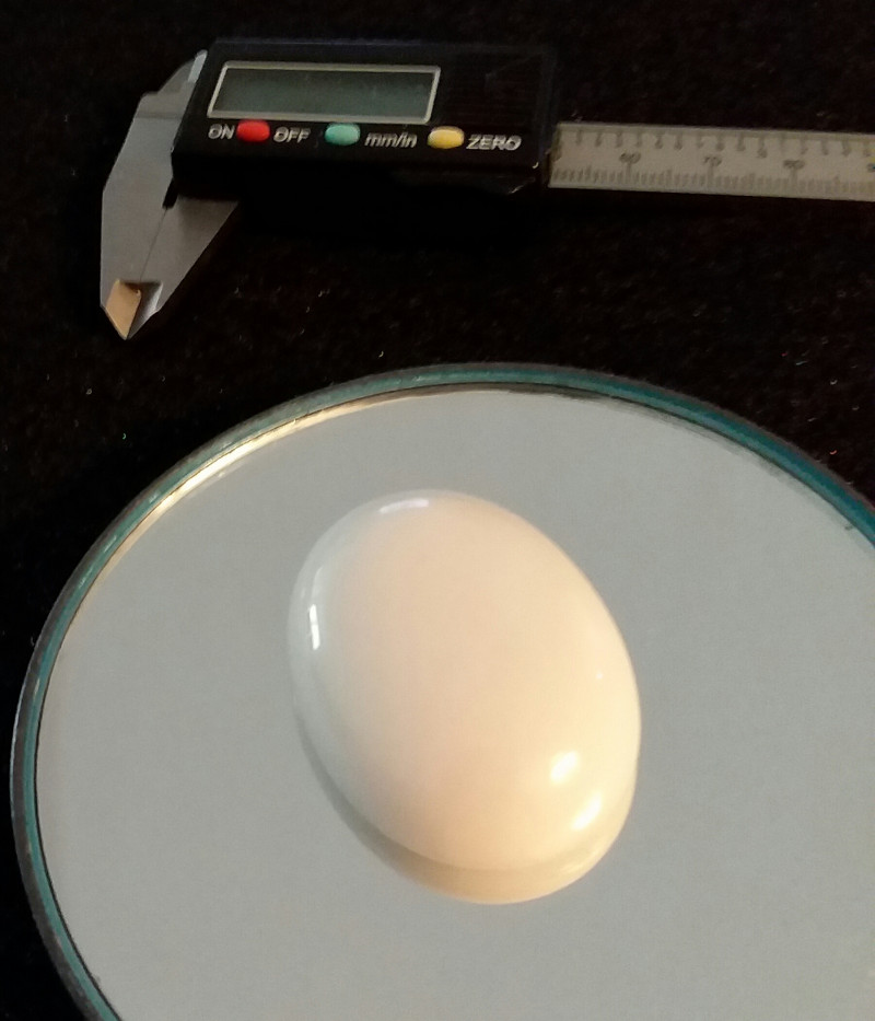 AGATE 111.50 CTW OVAL CUT CABOCHON BEAUTY PURE WHITE