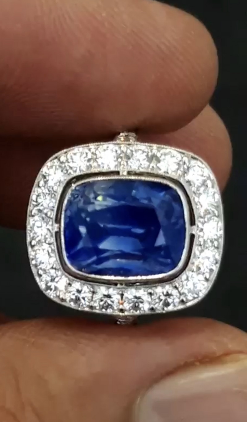 AAA Grade & Color 5.69 ct Royal Blue Kashmir Sapphire