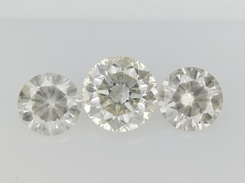 0.62 CTS , Round Brilliant Cut , Light Colored Diamond