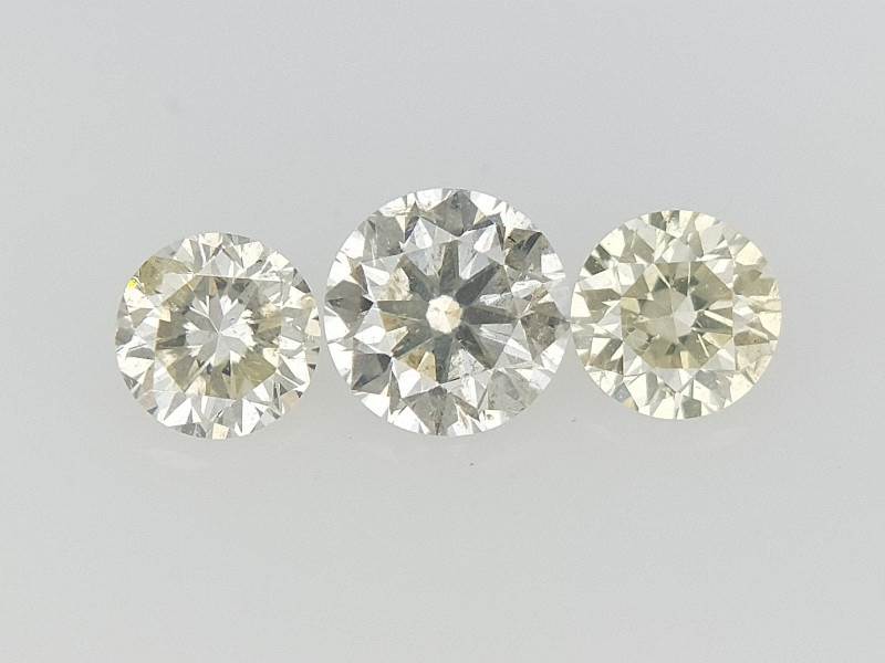 0.29 CTS , Round Brilliant Cut , Light Colored Diamond