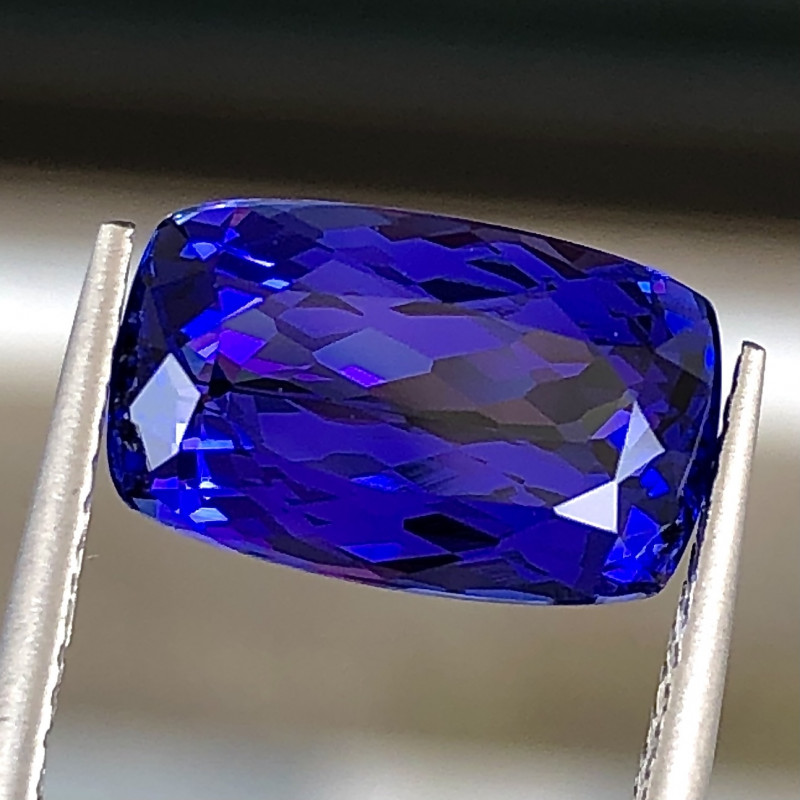 4.5 ct Vivid Blue  Tanzanite With Excellent Luster And Fine Cutting  Gemst