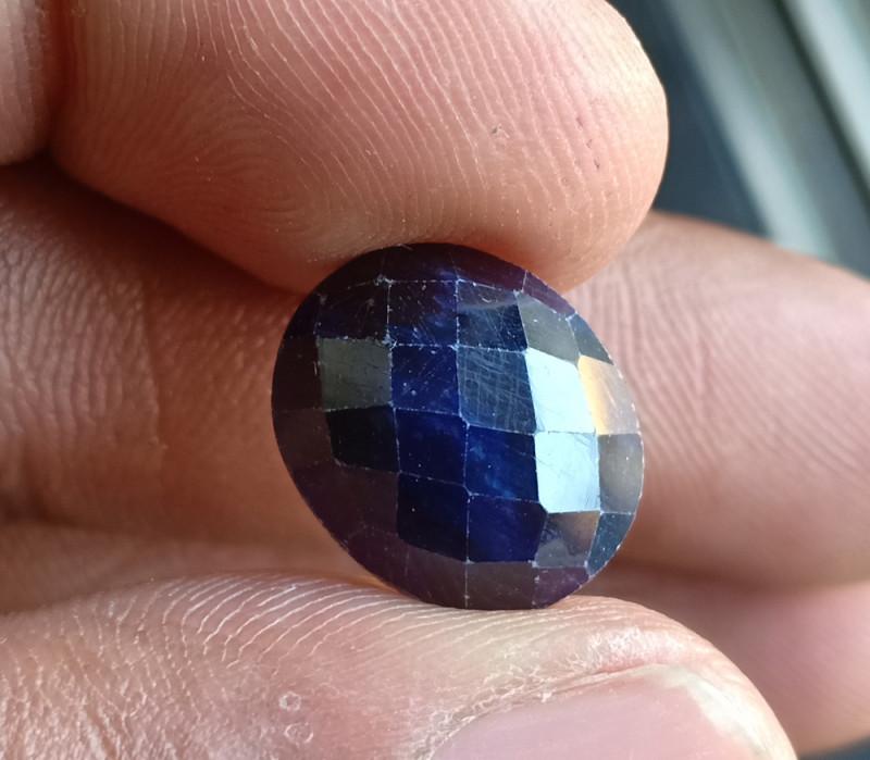 Natural Sapphire Gemstone With a Fancy Cut VA5921