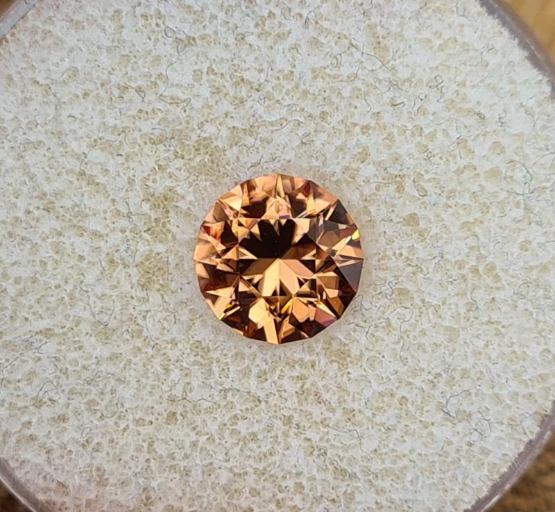 3,52ct Copper coloured Zircon - Master cut!