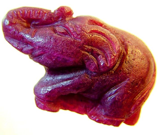 LARGE RUBY ELEPHANT CARVING 36.27 CTS [MX4411 ]