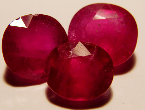 FACETED RASBERRY RED RUBY  10.25 CTS RM 570
