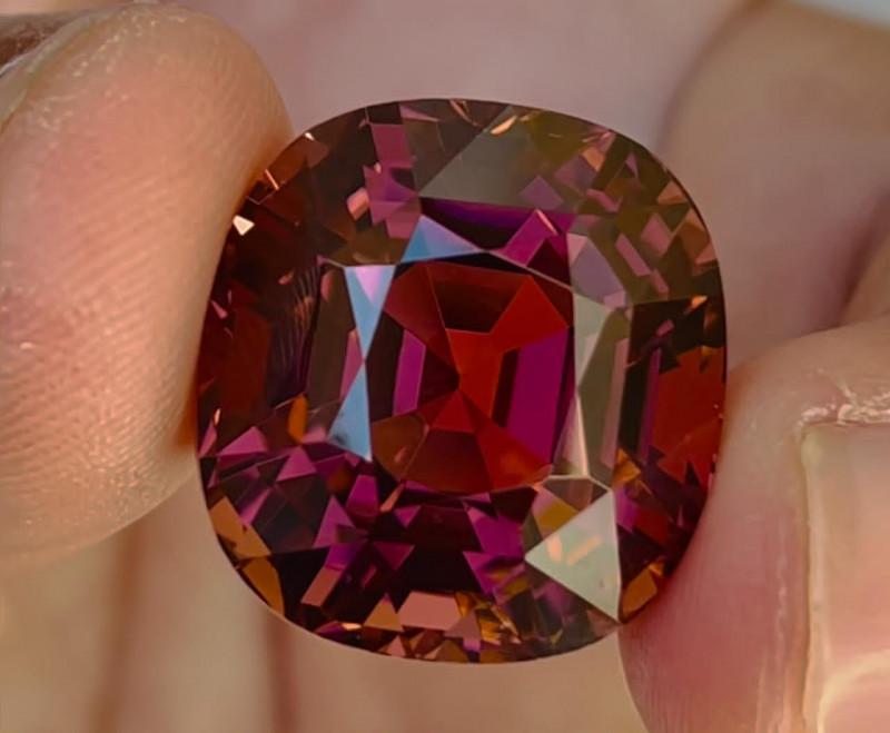 Majestic colour 38 carat loupe clean pinkish tourmaline ~ Africa