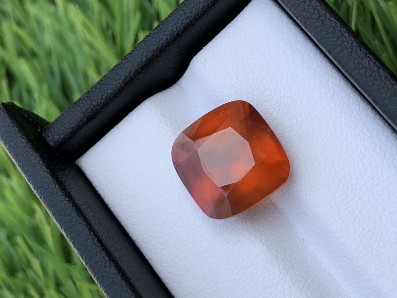 GGI lab certified natural hessonite Garnet, 9.85 carats