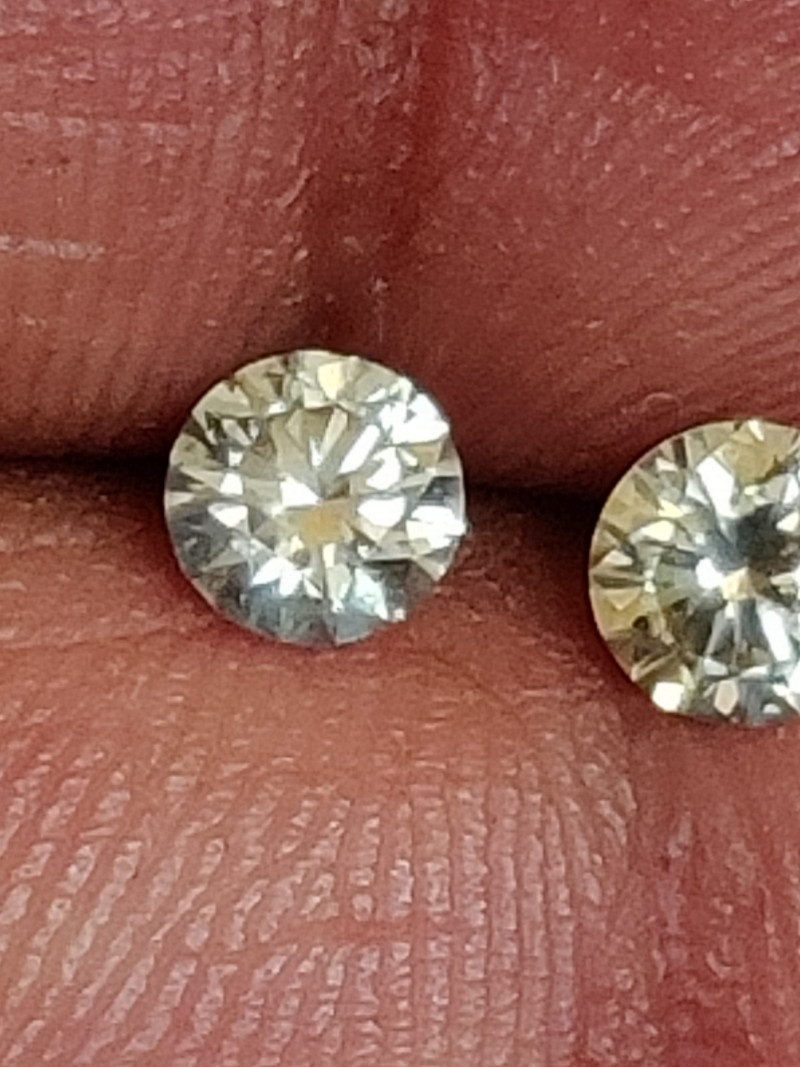 Natural white diamond 0.55ctw size 2pcs pair
