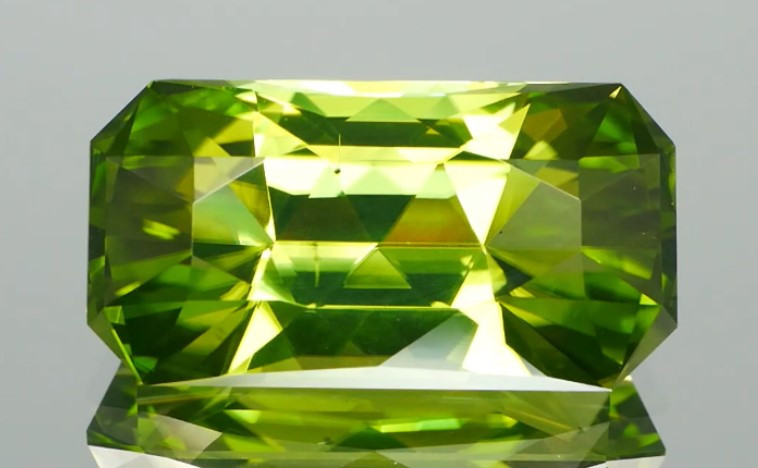 Vibrant Green Peridot 9.46cts Unique Facets