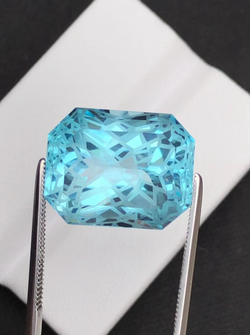 Stunning 21.85 Ct Natural Blue Topaz Gemstone