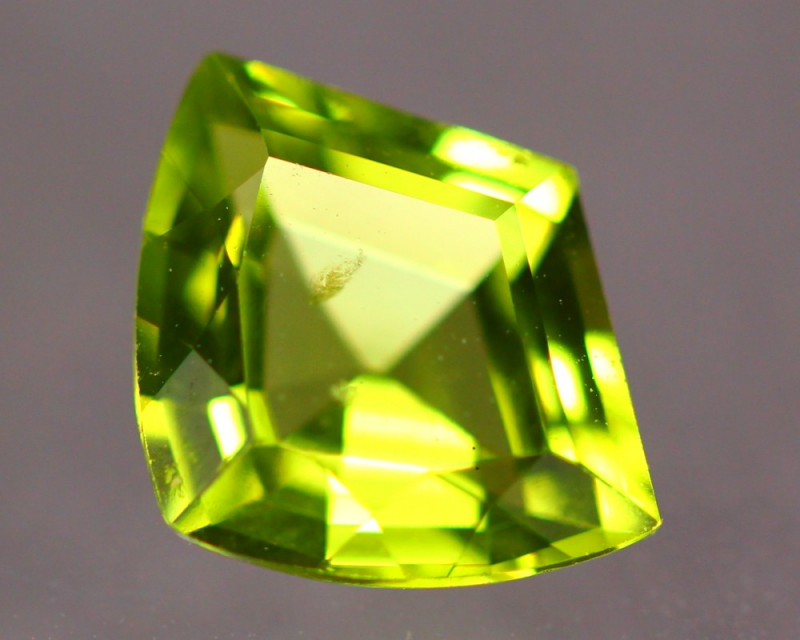1.47ct Natural Green Peridot Fancy Cut Lot V8873
