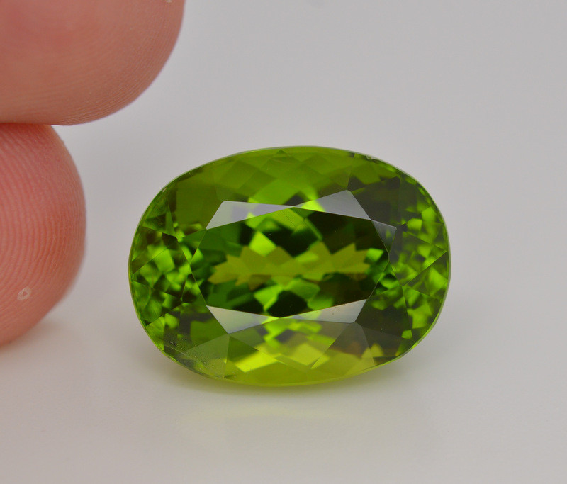 20.40 Carat Natural Grass Color Peridot Gemstone