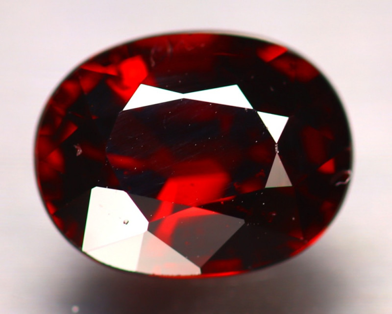 Almandine 3.70Ct Natural Vivid Blood Red Almandine Garnet D0506/B26