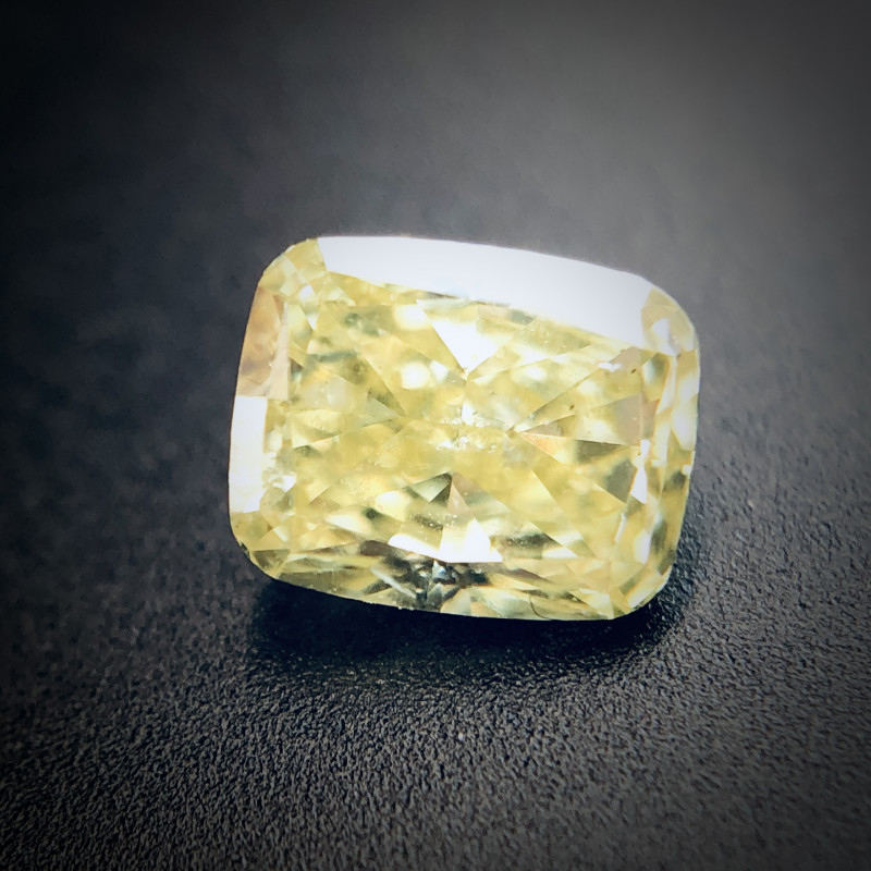 0.32 Fancy Yellow SI2