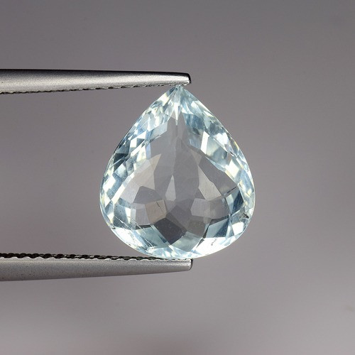 3.88 Carats Natural Aquamarine Gemstone