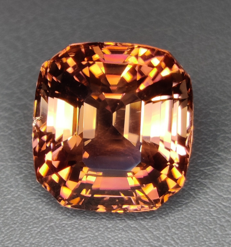 PRIVATE AUCTION  30.40 CTS  EXCELLENT LUSTER PADPARADSCHA COLOR NATURAL TOU