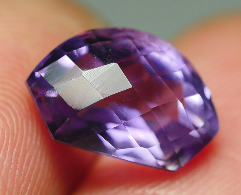 3.045CRT BEAUTY CHACKERBOARD  AMETHYST CARVING -