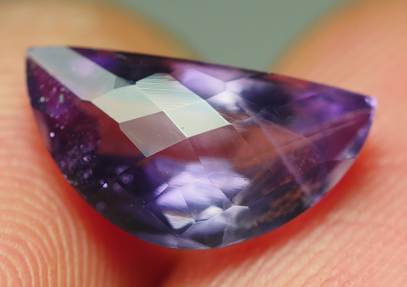 2.140CRT BEAUTY CHACKERBOARD CARVING AMETHYST -