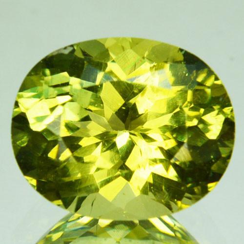 3.56 Cts Shimmering Natural Olive Green Apatite Brazil Gem