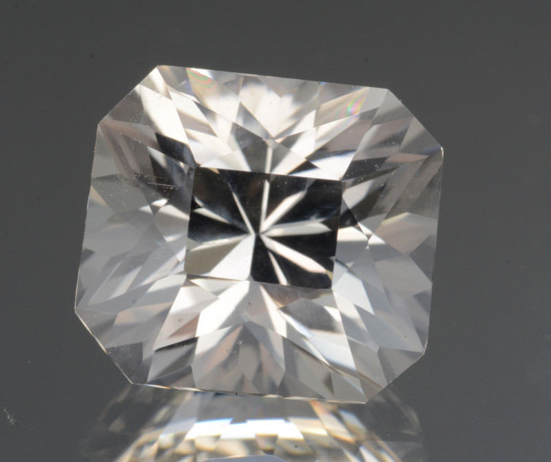 Natural White Topaz 7.20 Cts, Precision Cut, Top Luster