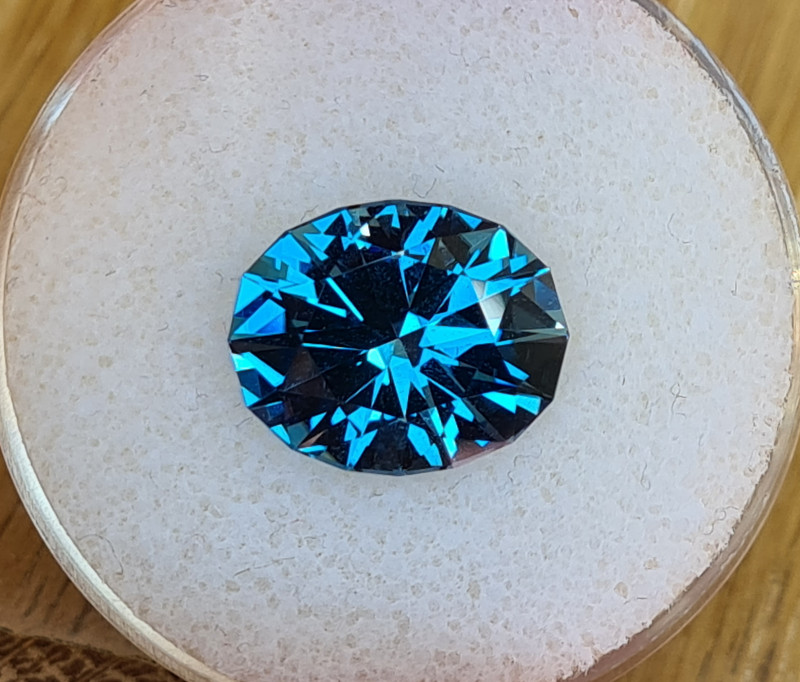 9,84ct London blue Topaz - Master cut!