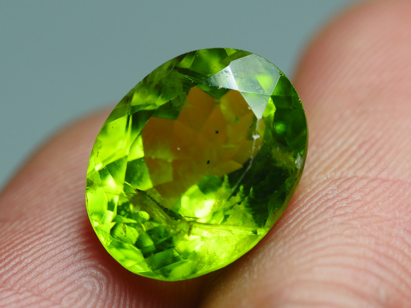 6.825CRT BEAUTY GREEN PERIDOT -