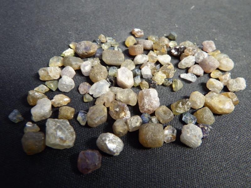 158.5 carats Blue madagsascar sapphire rough parcel