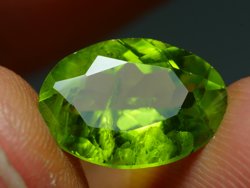 4.335 CRT BEAUTY GREEN PERIDOT -