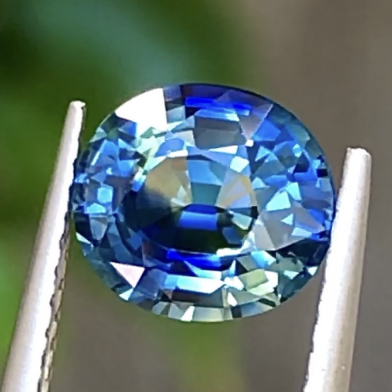1.69 ct Bicolors Sapphire With Excellent Luster And Fine Cutting Gemstone