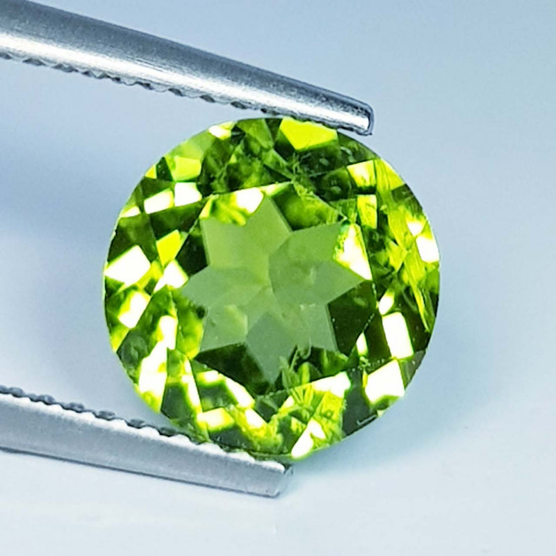 3.30 ct  Top Quality Gem  Round Cut Top Luster Natural Peridot