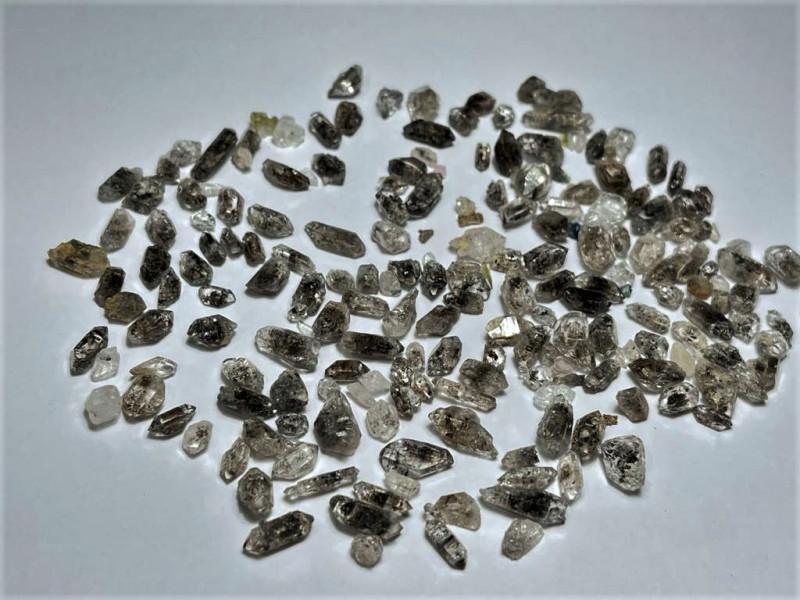 Amazing Natural color Diamond Quartz Crystals lot 100Cts-Q/X