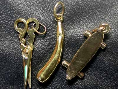 5 grams 9K SOLID GOLD CHARM  SCISSORS/SKATEBOARD/EGGPLANT L1625