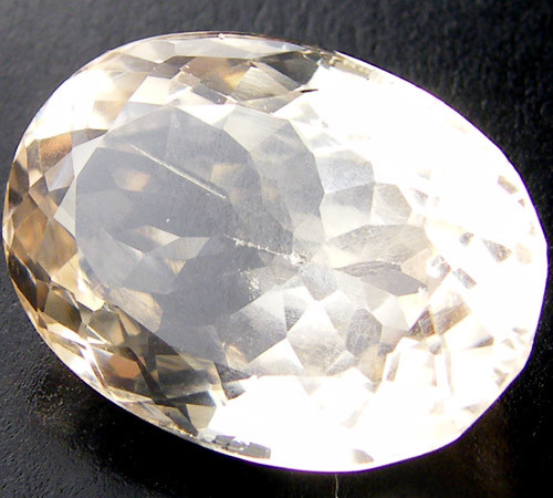 CHAMPAGNE HUE FACETED TOPAZ  37.55 CTS  ST 677