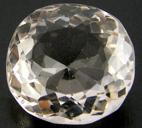 CHAMPAGNE HUE FACETED TOPAZ  7.75 CTS  ST 687