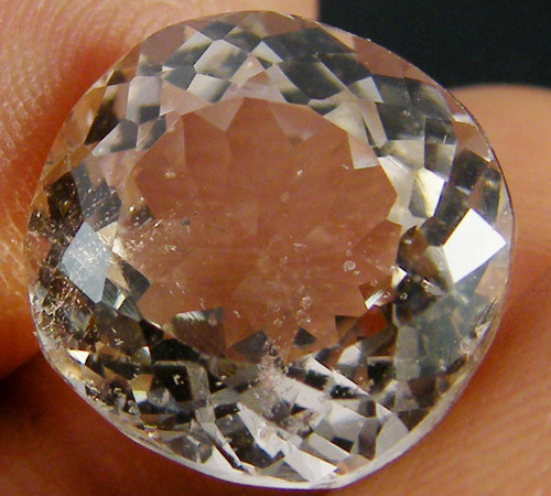CHAMPAGNE HUE FACETED TOPAZ  10.10 CTS  ST 699