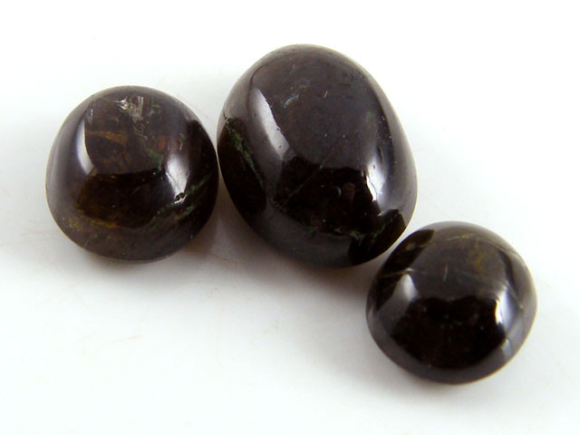 PARCEL THREE  BLACK DIOPSIDE STONE S  23CTS ST734