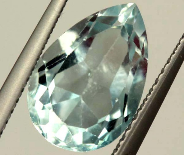 SWISS BLUE TOPAZ FACETED IRRIDATED   4 CTS  ADG-735