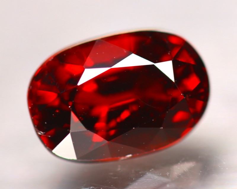 Almandine 2.88Ct Natural Vivid Blood Red Almandine Garnet E1507/B26