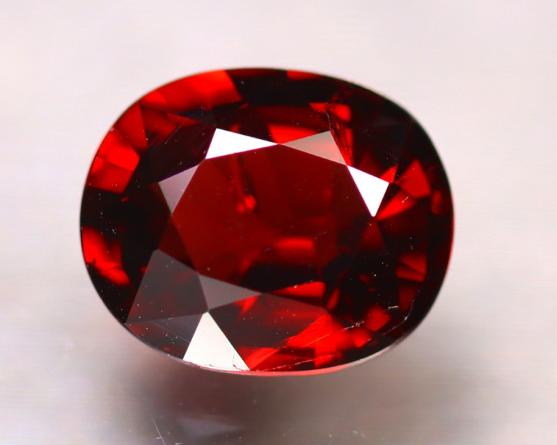 Almandine 2.55Ct Natural Vivid Blood Red Almandine Garnet E2111/B26