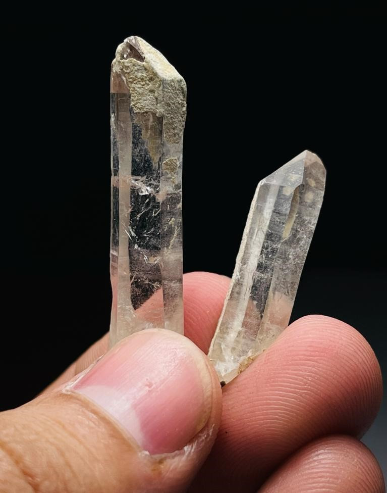 Amazing Natural color Damage free 2 Quartz Crystal with mine clay 36Cts-P