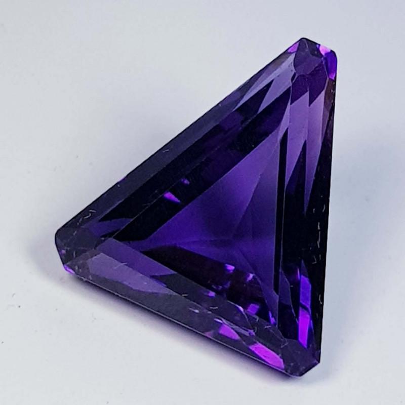 8.07 ct  Top Quality Gem Triangle Cut Natural Purple Amethyst
