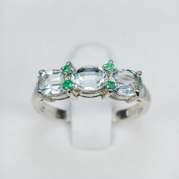 2.3g Size 7 Sterling Silver Aquamarine Ring with Emerald Rounds