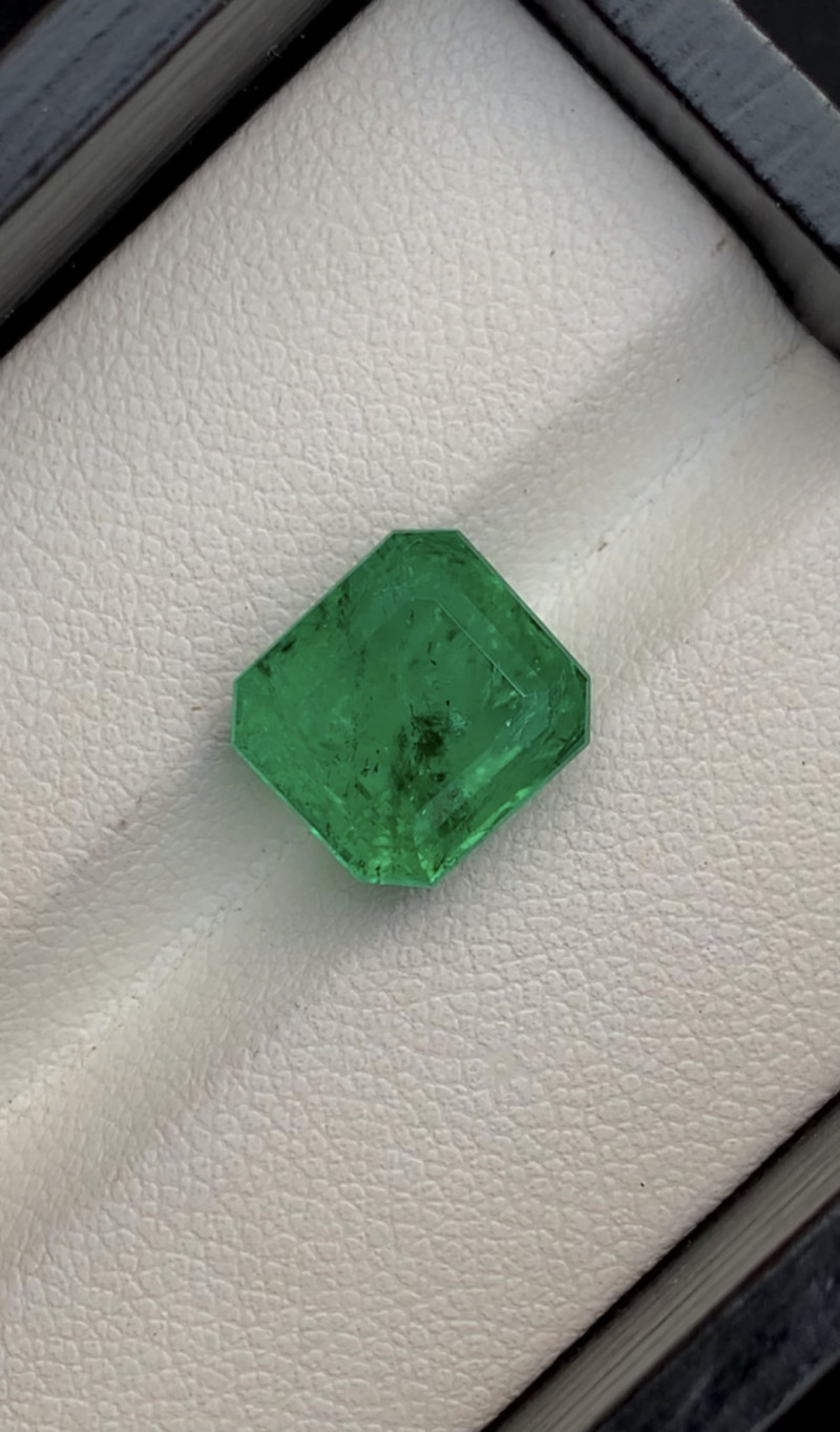 5.80Carat Vivd Green Emerald Ethiopia
