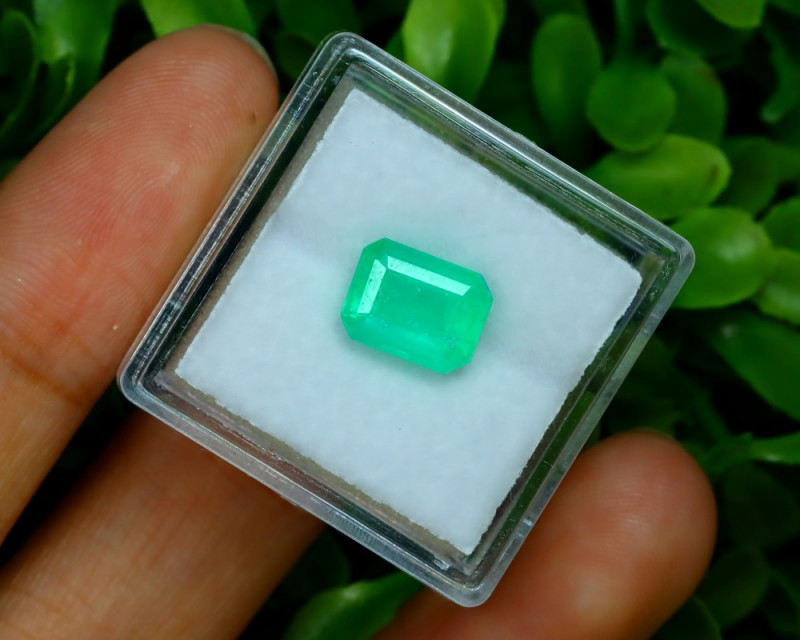 Muzo 1.91Ct Natural Colombian Vivid Green Color Muzo Emerald C1930