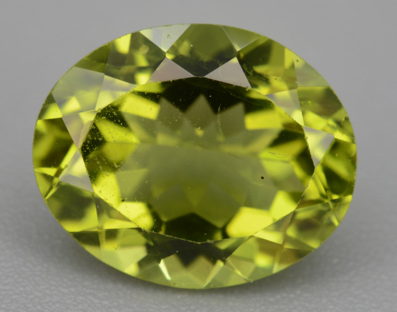 Natural Green Peridot 2.86  Cts, Top Quality Gemstone