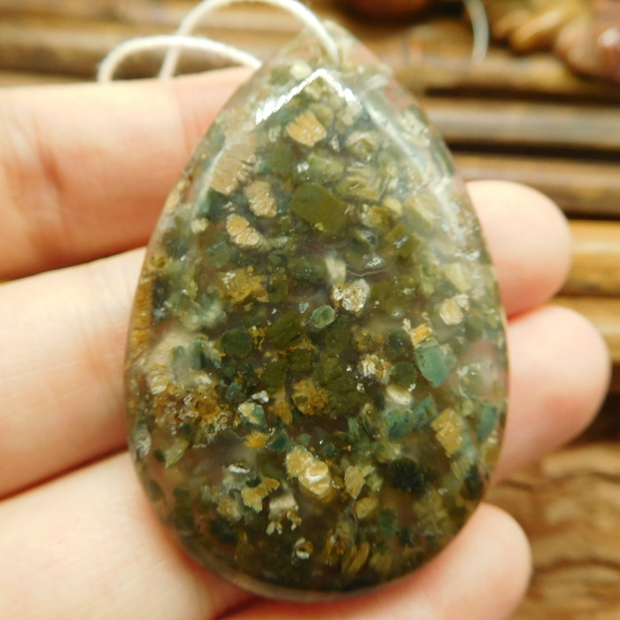 Green gemstone pendant bead (G2940)