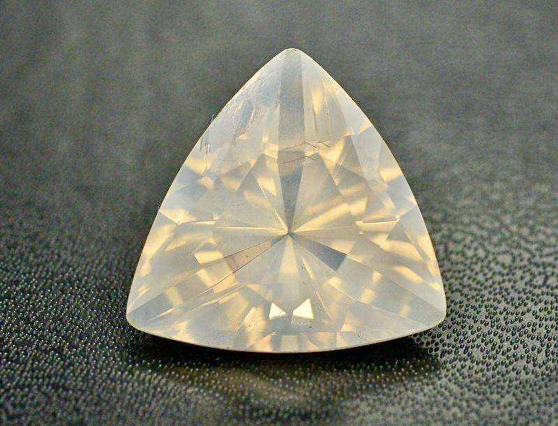 Presenting  Light catching class piece of Moonstone 21.00 carat